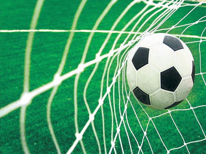 015V8 - Foototapet bollen i mål