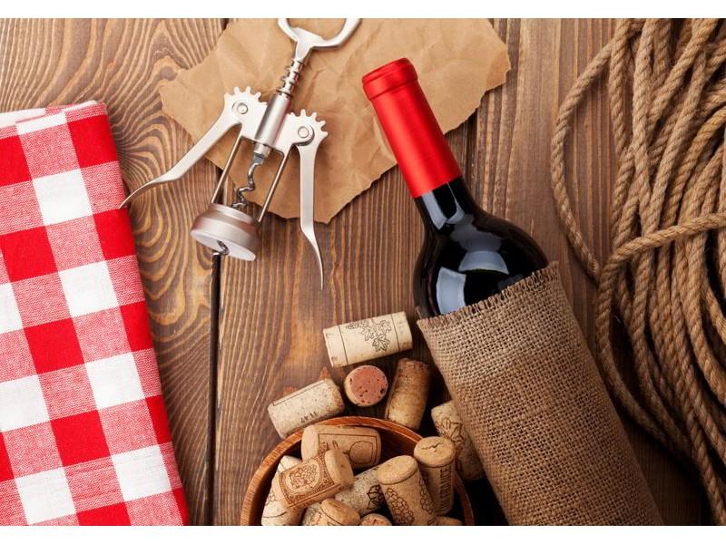 M0832 - Fototapet rödvinflaska, skål med kork och korkskruv