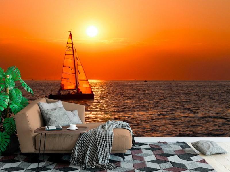 Fototapet segelbåt vid en vacker solnedgång