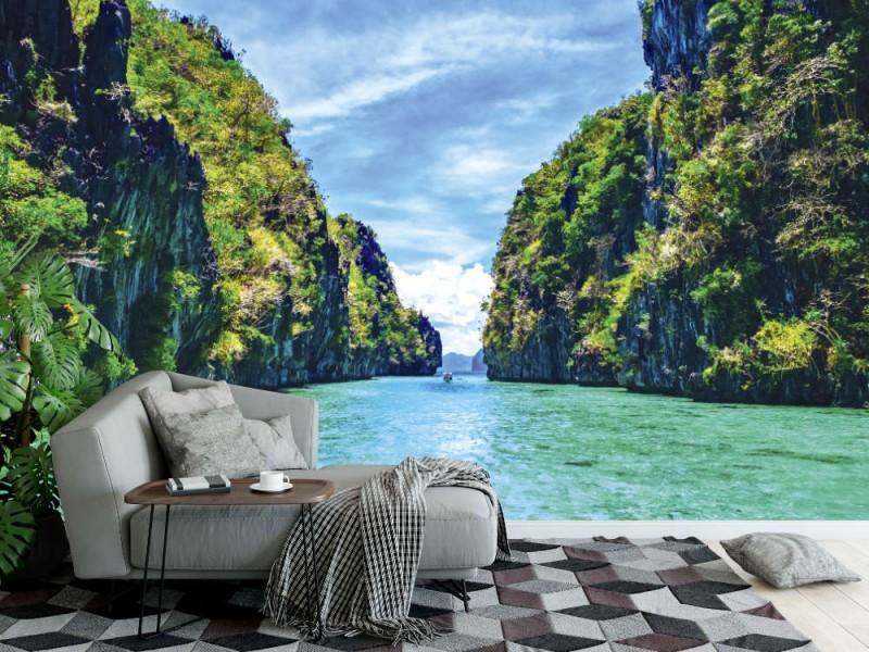 Fototapet tropiskt landskap med klippöar, ensam båt och kristallklart vatten (Filippinerna)