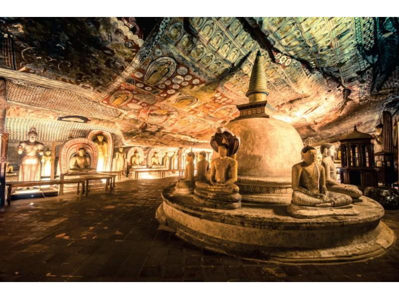 Fototapet Buddha statyer i Dambulla grott tempel