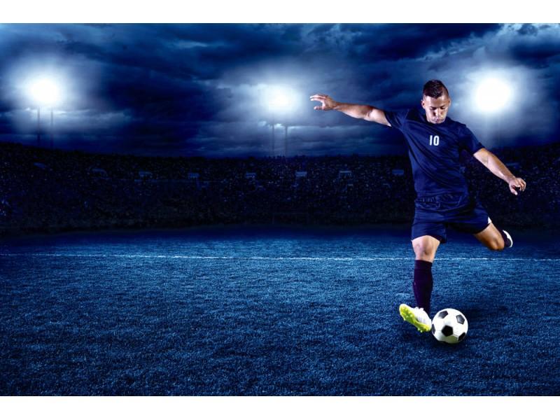 Fototapet professionell fotbollsspelare i full upplyst stadion (42140488)